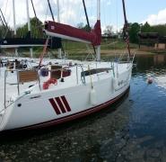 jacht-antila-27-zacumowany