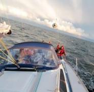 Widok na jacht na Morzu Bałtyckim