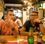 Turyści w chorwackim barze