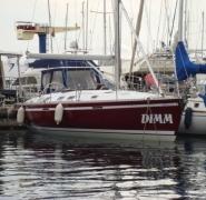 Jacht Dimm 45 przycumowany do portu