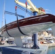 Podniesiony jacht Dimm 45