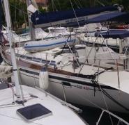 Zacumowany jacht Elan 431