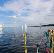 żaglówki na jeziorze mazurskim