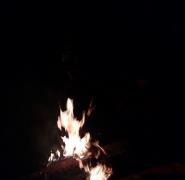 wieczorne ognisko na obozie żeglarskim