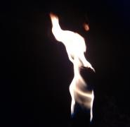 zabawy przy ogniu na obozie żeglarskim