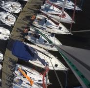 widok z góry na jachty zacumowane