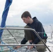 Obsługa jachtu w trakcie żeglowania