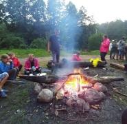 wypoczynek-przy-ognisku-mazury