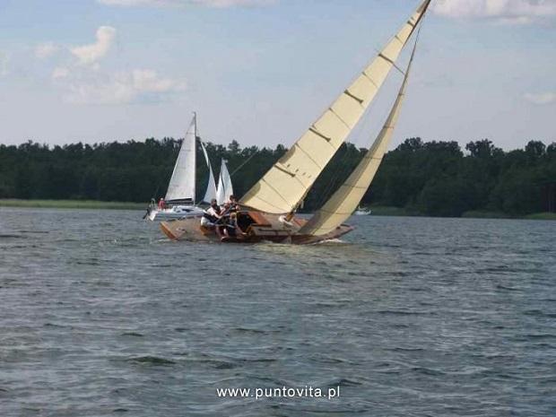 młodzieżowe obozy żeglarskie na Mazurach