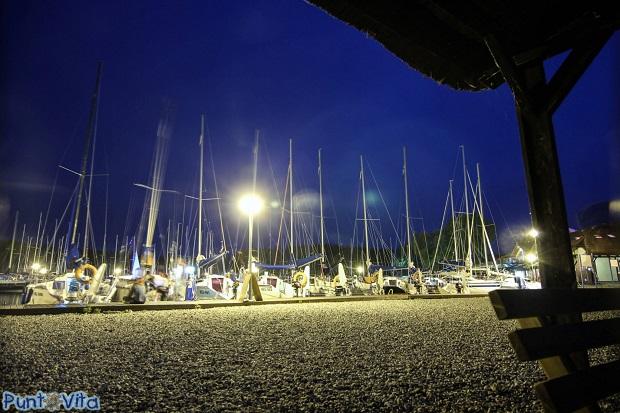 jachty mazury nocą