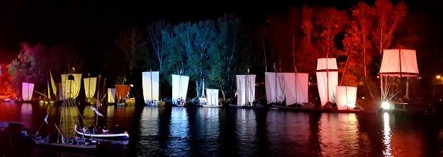 jachty nocą na festivalu de loire