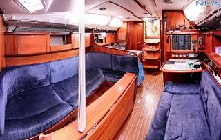 wnętrze jachtu koja