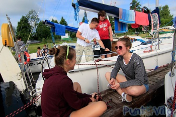 grupa wiekowa na obozy żeglarskie