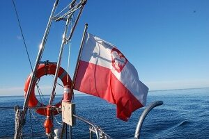 Polska bandera - czym różni się od flagi?