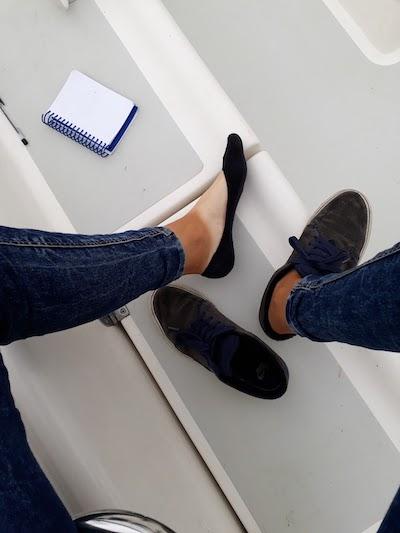 A po takim zabarwieniu stóp można poznać, który żeglarz pływa cały sezon w butach…