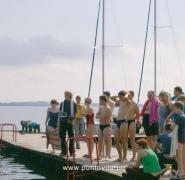 Dzieci przed wejściem na jacht - Mazury 2009