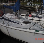 jacht tango 780 sport zacumowany