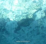 Krystaliczna tafla wody w Chorwacji