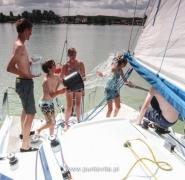 Oblewanie się wodą załogi jachtu