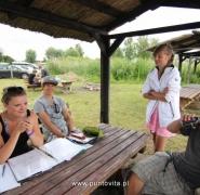 Odpoczynek instruktorów i dzieci w altanie