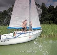 Zabawy żeglarzy w upalne dni