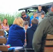 Młodzież na żeglarskiej imprezie