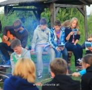 Żeglarskie śpiewy przy ognisku