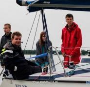 Młodzież na pokładzie jachtu