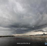 Jezioro na Mazurach przed burzą