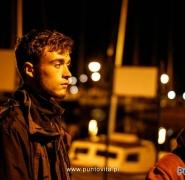 Młodzież na Mazurach nocą
