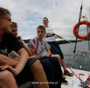 sterowanie-jachtem-na-mazurskiej-wodzie